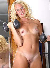 Perky MILF shows it's more fun to work out in the nude