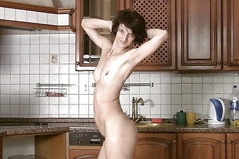 Hairy mature woman playing in the kitchen