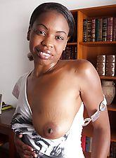 Natural girl cum oozing from ebony Lippz