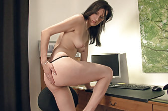 Hairy Sadie Matthews gets hot and bothered