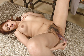Hairy porn with Jasmine Z and her toy