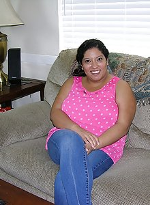 Latin chick big beautiful woman Vera takes off her garments to give us a worthy look at her plump bod