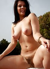 Kandie Luv pulls on her thick bush